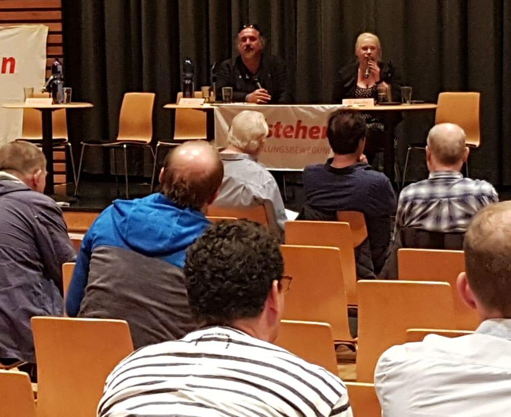 """Zu Gast bei der Podiumsdiskussion von """"Aufstehen!"""""""